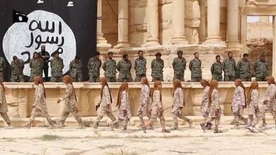 Siria, esecuzione pubblica di massa nell'anfiteatro di Palmira