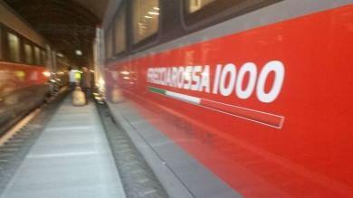 """""""Frecciarossa 1000"""" bloccato in galleria: passeggeri costretti a trasbordo   video"""