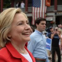 """Hillary Clinton conforta il giovane gay: """"Avrai un futuro straordinario"""""""
