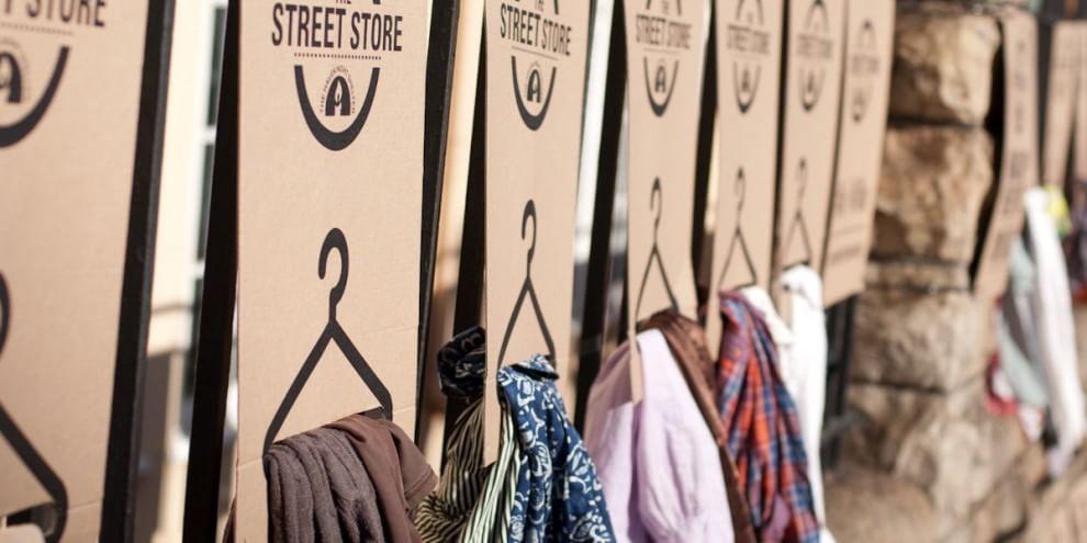 Homeless shopping: nasce la 'boutique' di strada solidale