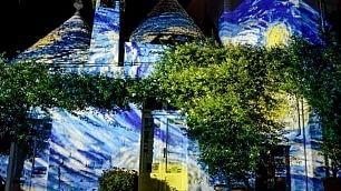 I trulli in stile Van Gogh  Luci colorano Alberobello