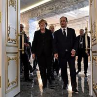 La solitudine di Hollande, pontiere tra Atene e Berlino