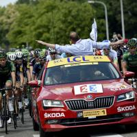 "Caduta al Tour, per la prima volta scatta la ""safety car """