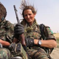 Canada, ex modella tra i curdi per combattere lo Stato Islamico in Siria