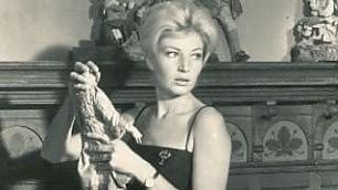 Monica Vitti, la Sicilia, i set Antonioni e gli scatti inediti