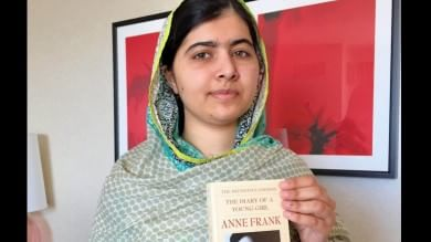 """""""Regalate libri, non proiettili"""" La campagna di Malala per i suoi 18 anni"""