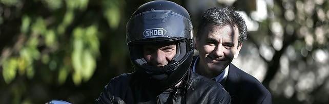 Caos Grecia, linea dura dell'Europa   Varoufakis lascia, giura Tsakalotos   foto  -  ritratto
