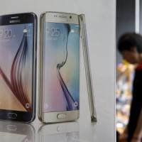 Samsung tradita dall'S6, settimo trimestre in calo