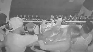 Il video che ha indignato gli Usa quarterback picchia ragazza