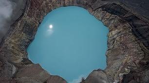 Tuffi nel cratere: i bagni 'vulcanici'