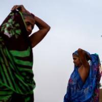India: donna non paga mazzetta a poliziotti, loro le danno fuoco