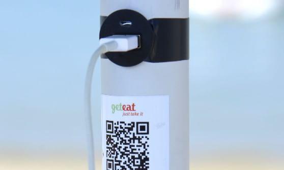 Pannello Solare Ombrellone Hook : Hi tech in spiaggia l ombrellone ha la presa usb