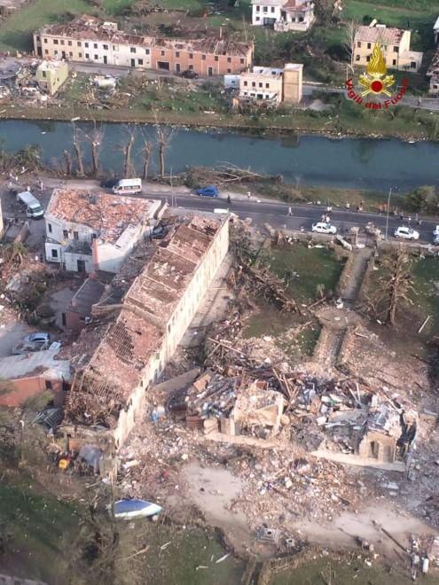 Tromba d'aria nella Riviera del Brenta: devastata Villa Fini