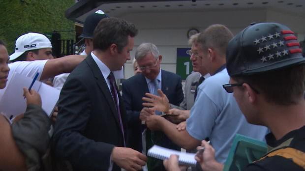 Wimbledon, Ferguson e Henry accerchiati dalla folla