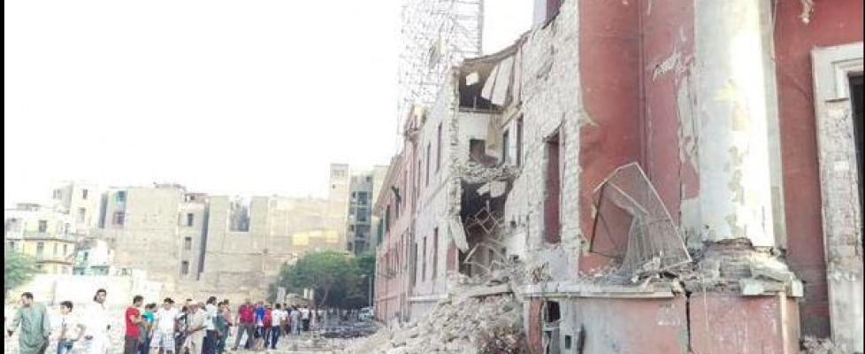 """Autobomba al Cairo: colpito consolato italiano. L'Is rivendica. Renzi: """"Non lasceremo solo Egitto"""""""