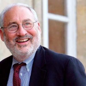 """Joseph Stiglitz: """"America in prima linea, bisogna evitare Grexit e quel referendum non è stato inutile"""""""