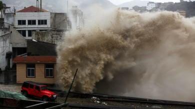 Tifone Chan-hom raggiunge la Cina un mln di persone evacuate, voli a terra