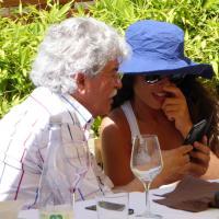 Raffaella Fico in posa per Razzi: l'insolita coppia al torneo di tennis