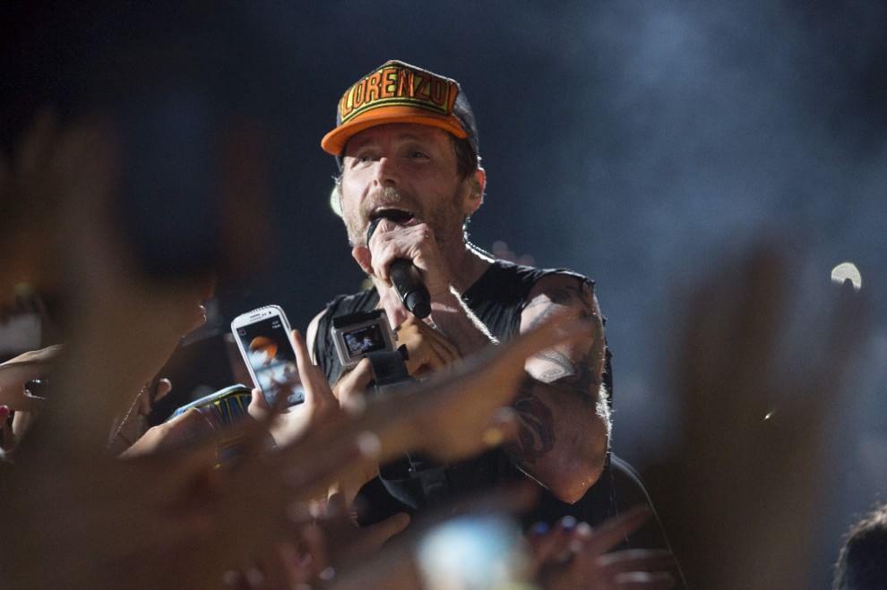 Jovanotti, serenata rap all'Olimpico: foto mai viste sul palco di Roma
