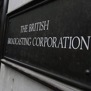 """Gran Bretagna, scrittori e artisti a Cameron: """"Non toccare la Bbc"""""""