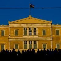 L'Eurogruppo approva il piano di salvataggio per Atene, nuova liquidità dalla Bce