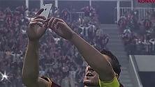 Pes 2016, ora il goleador  si fa il selfie sotto la curva   Foto  La prova  /   Lo spot