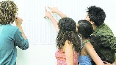 Maturità, promosso il 99,4% degli studenti in aumento i voti alti, record lodi in Puglia