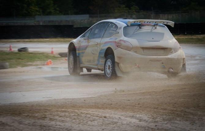 Peugeot, al volante dei miti da rally