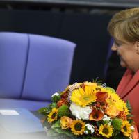 Merkel, fiori dal Bundestag per il suo compleanno