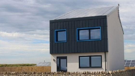 La casa sostenibile che produce energia da vendere: è in Galles
