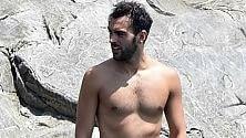 Le vacanze del guerriero Marco Mengoni va al mare