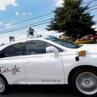 Incidente per l'auto senza pilota di Google: feriti lievi