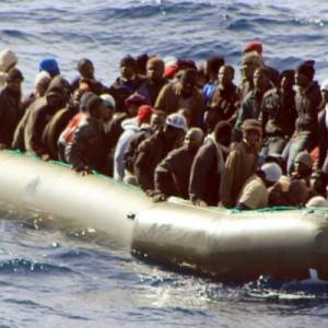 Un morto e tre neonati tra i 456 migranti arrivati a Cagliari