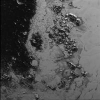 Scoperta una seconda catena montuosa nel 'cuore' di Plutone: la nuova foto di New Horizons