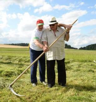 Depardieu nei campi col dittatore Lukashenko