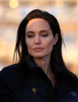 """Jolie gira un film sui Khmer rossi: """"Per mio figlio Maddox"""""""