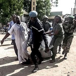Camerun, imbottiscono di esplosivo bambina di 10 anni: 20 morti in un bar