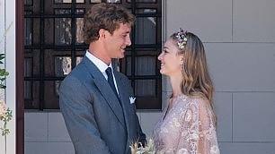 Un abito di Valentino per Beatrice    Travaglio e Gomez alla festa   -   foto     vd  -   Sposi sulla Bentley  -  La serata