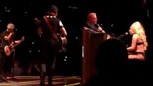 Sorpresa al live degli U2 sul palco c'è Lady Gaga