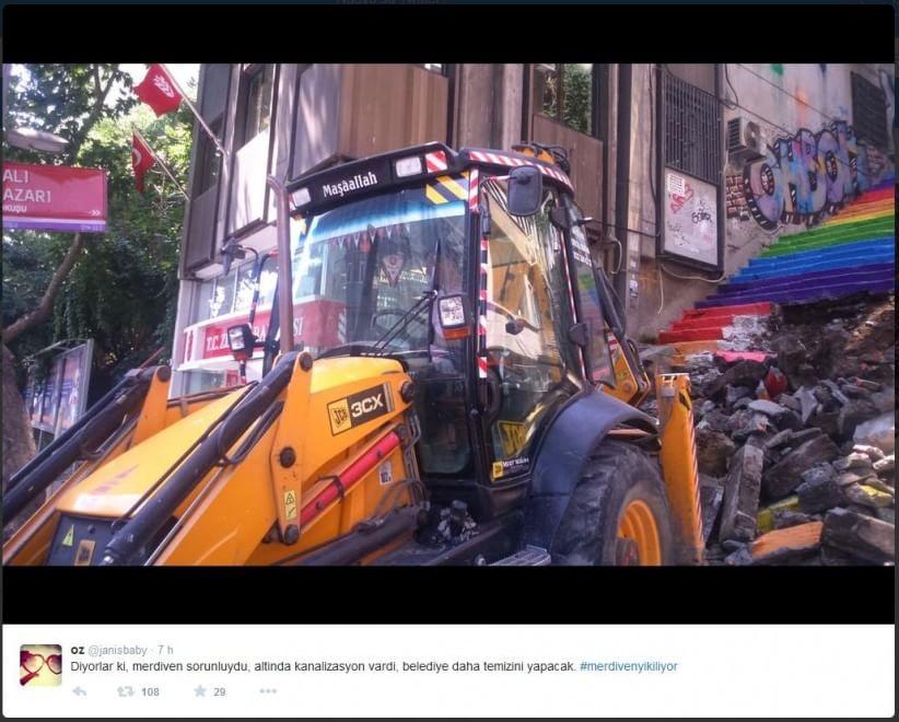Istanbul, distrutta la scalinata arcobaleno simbolo di Gezi Park