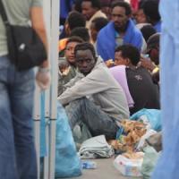 Migranti, barcone con 13 cadaveri a bordo