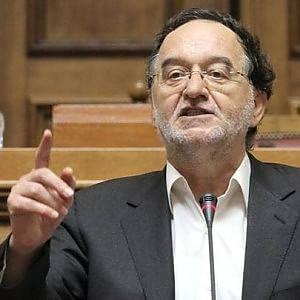 """I radicali di Syriza: """"Ecco il piano per l'addio all'euro"""". Bce, ok a riaprire la Borsa"""