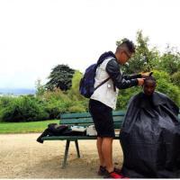 Parigi, barbiere gratis per i senzatetto: ''Copiatemi''