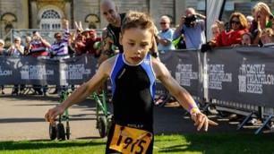Triathlon, la favola di Bailey sfida la paralisi e completa la gara