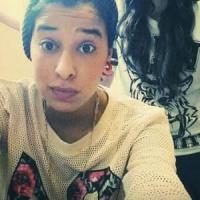 """Meriem, a 19 anni dai selfie alla Jihad: """"È ora di combattere"""""""