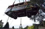 Il bus del Senegal nel museo francese: l'ingresso è da film