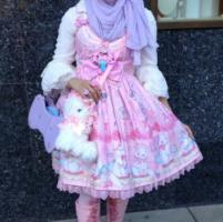 Hello Kitty e velo, le japan lolita conquistano anche le ragazze musulmane