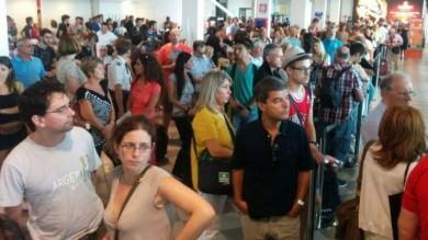 L'odissea del volo Firenze-Palermo    foto   bloccati in aeroporto per quasi 20 ore