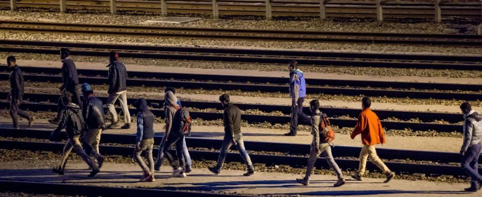 Emergenza migranti, tentano di raggiungere il Regno Unito dalla Francia: morti due migranti