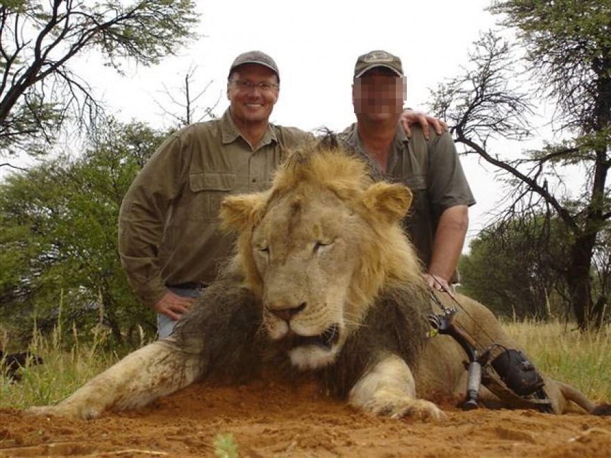 """Zimbabwe, scoperto il killer del leone Cecil: """"E' un dentista americano"""""""
